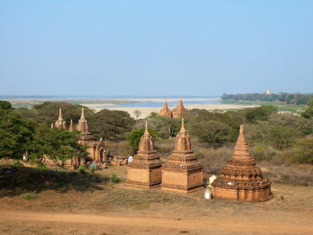 Temples near the Ayeyarwaddy river bank